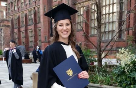 Erasmus alumna researching about Erasmus alumni